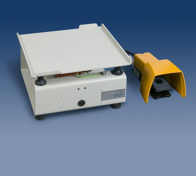 Ekstremalne Stolik wibracyjny 2.0231 z włącznikiem nożnym - Stoły wibracyjne  #RD-37